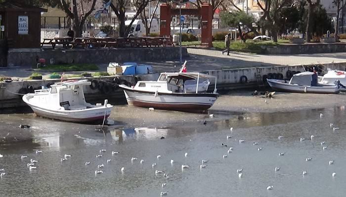 Sarıçay'da sular çekildi tekneler karaya oturdu (VİDEO)