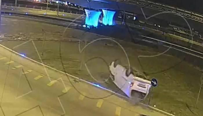 Minibüsün takla attığı kaza, mobese kamerasında (VİDEO)