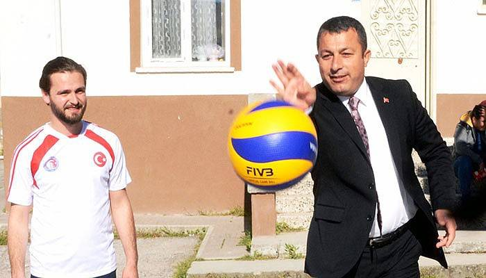 Lapseki'de Bahar Turnuvası Başladı (VİDEO)