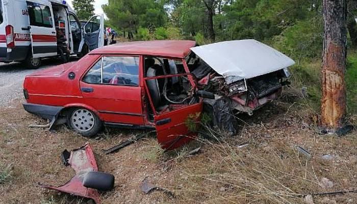 Ağaca çarpan otomobildeki anne- kız ağır yaralandı (VİDEO)