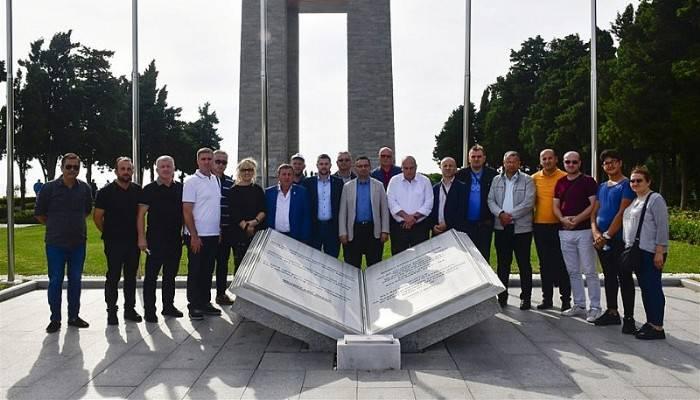 BOSNA HERSEK'LİLER ŞEHİTLER ABİDESİNİ GEZDİ