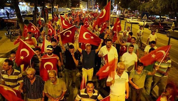 Lapseki'de Demokrasi Nöbeti Yürüyüş İle Sona Erdi