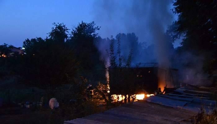 Biga'da barakada yangın çıktı