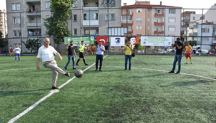 Müdürlükler Arası Futbol Turnuvası Başkan Gökhan'ın Santra Vuruşu İle Başladı