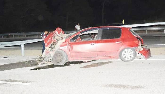 Bariyerlere Çarpan Otomobilin Sürücüsü Ağır Yaralı