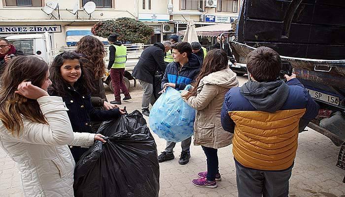 Sokak hayvanları için 20 bin pet şişe topladılar