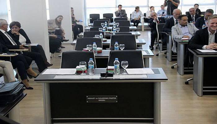 AK Parti Grubu 2'inci oturuma katılmadı (VİDEO)