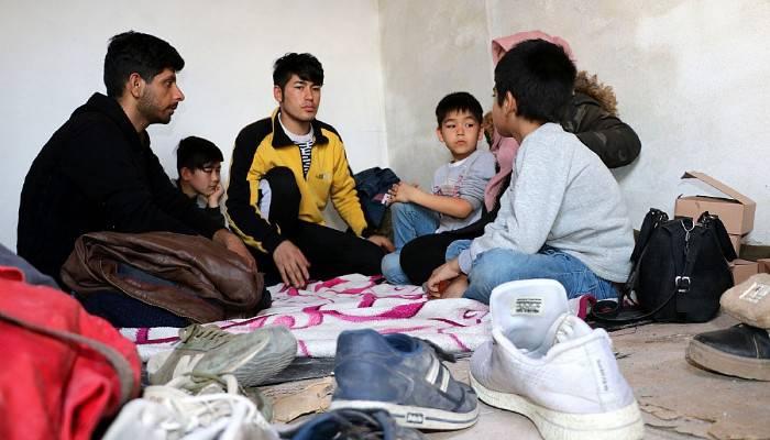 Yunan askerlerinin geri gönderdiği Afgan ailenin umutlu bekleyişi sürüyor (VİDEO)