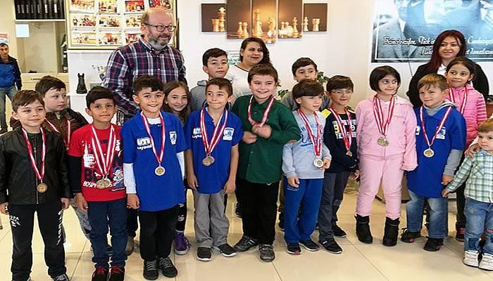 Belediyespor santraç takımı madalyalara doymuyor