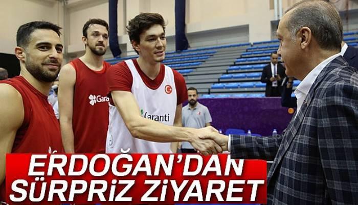 Erdoğan'dan A Milli Basketbol Takımına sürpriz ziyaret