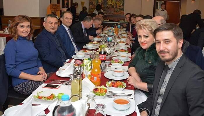 Rektör Acer, Kosovalı akademisyenlerle buluştu