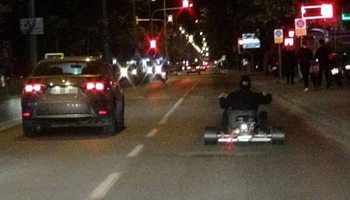 Go-kart aracıyla trafiğe çıktı, patinaj yaparak sürücüleri korkuttu (VİDEO)