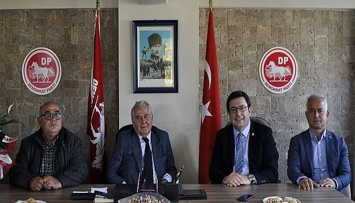 CHP'den Demokrat Partiye 'hayırlı olsun' ziyareti