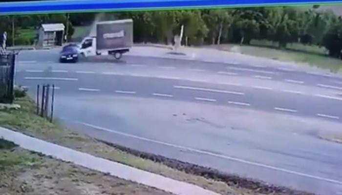 Çan'da kamyonet ile otomobil çarpıştı: 1 ölü (VİDEO)