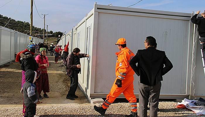 Depremzedeler konteynerlere yerleşiyor