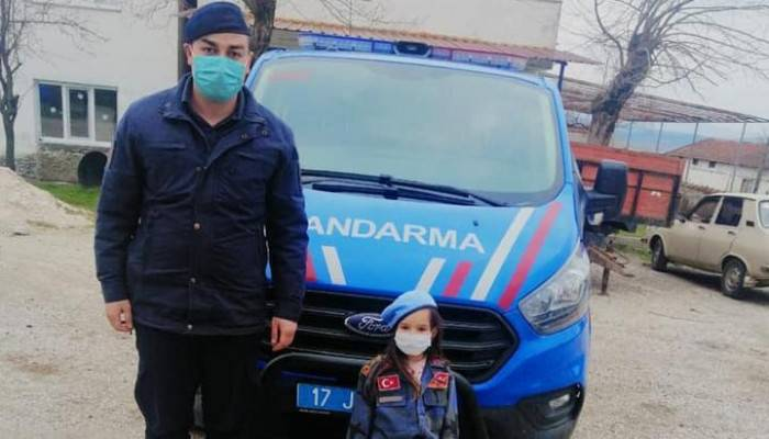 Jandarma Ekipleri Minik Irmak'ın Fotoğraf İsteğini Geri Çevirmedi