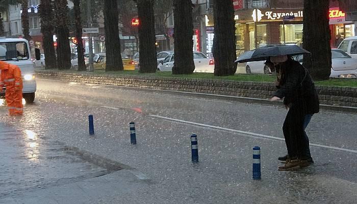 Çanakkale'de sağanak yağış etkili oluyor!