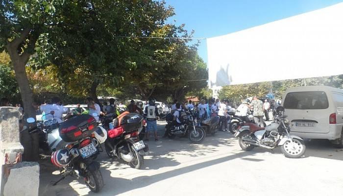Festival iptal oldu, motorcular adaya gitmeye devam ediyor