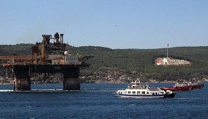 Çanakkale Boğazı'ndan dev platform geçti (VİDEO)