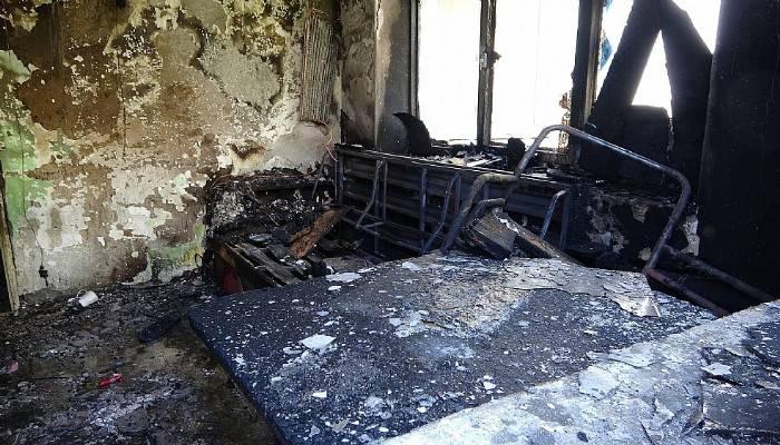 Çanakkale'de ev yangını: 1'i ağır 2 kardeş yaralı