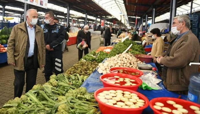 Başkan Gökhan pazar esnafını ziyaret etti