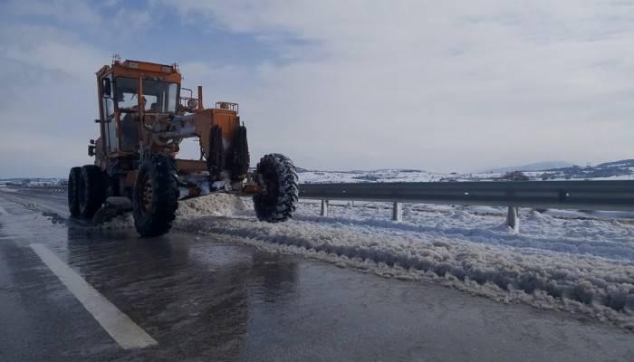 Çanakkale'de yollar kardan temizlendi
