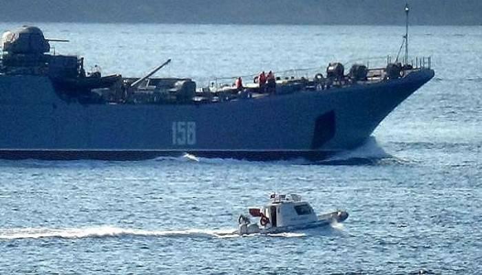 Rus savaş gemisi 'Caesar Kunikov' Çanakkale Boğazı'ndan geçti (VİDEO)