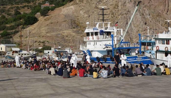 Ayvacık açıklarında teknede 231 kaçak göçmen yakalandı (VİDEO)