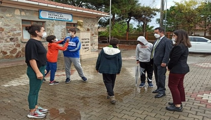 Vali Aktaş'tan Bozcaada'da Okul Ziyaretleri