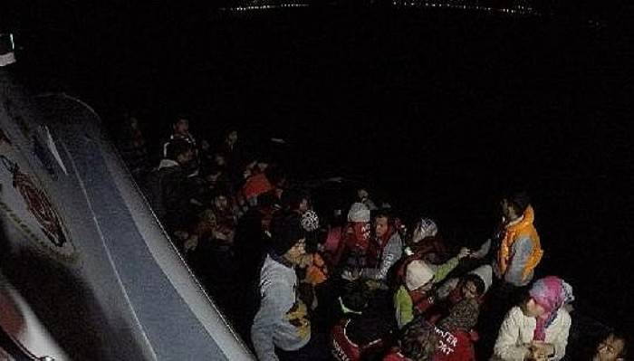 Çanakkale'de lastik bot içinde 110 kaçak göçmen yakalandı