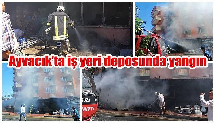 Ayvacık'ta iş yeri deposunda yangın (VİDEO)