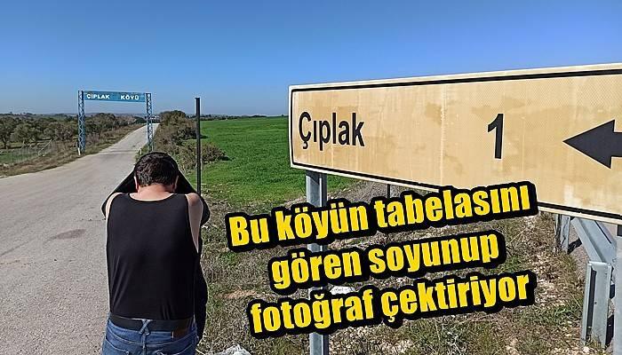 'Çıplakköy' tabelasının önünde turistler fotoğraf çektiriyor (VİDEO)