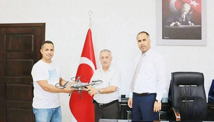 ROBOTİK KODLAMA ATÖLYESİNE DRONE HEDİYE ETTİ