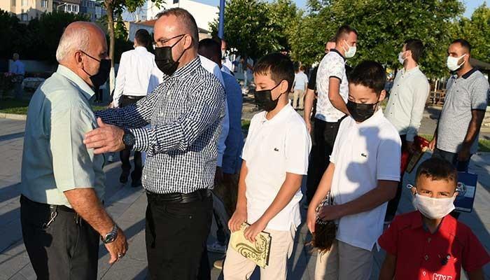 Turan, Lapseki'de hemşerileriyle bayramlaştı