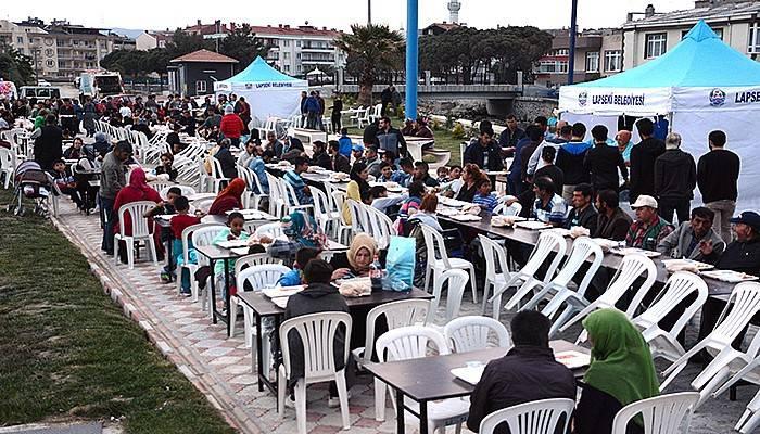 Lapseki'de ilk oruç 15 Temmuz Şehitler Parkı'nda açıldı