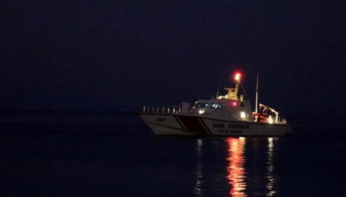 Alabora olan teknedeki 5 kişiden 3'ü kurtarıldı, 2'si aranıyor