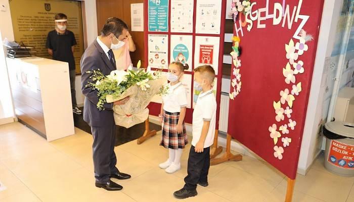 6 ay sonra okullar açıldı