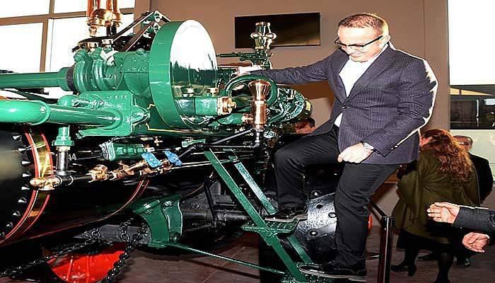 Turan, Antika traktör müzesini gezdi