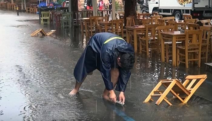 Çanakkale'de kuvvetli yağış olumsuz etkiledi! (VİDEO)