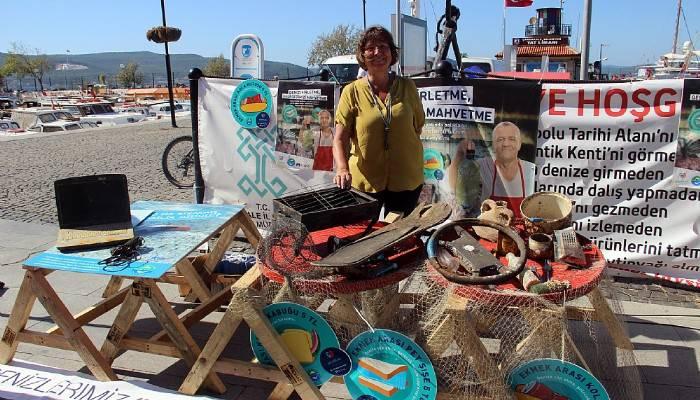 Denizden çıkan atıklar balıkçı tezgahlarında sergilendi (VİDEO)