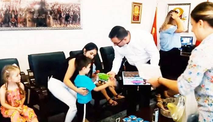 Erdoğan, Miniklerle Bayramlaştı
