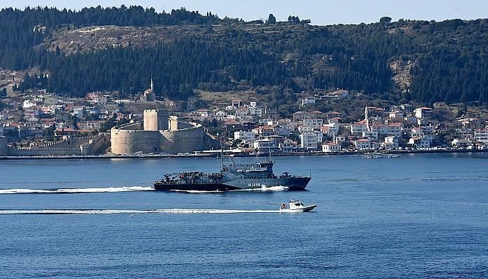 Alman savaş gemisi Çanakkale Boğazı'ndan geçti (VİDEO)