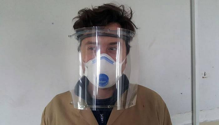 Sağlık çalışanları için siperlikli maske üretiyorlar