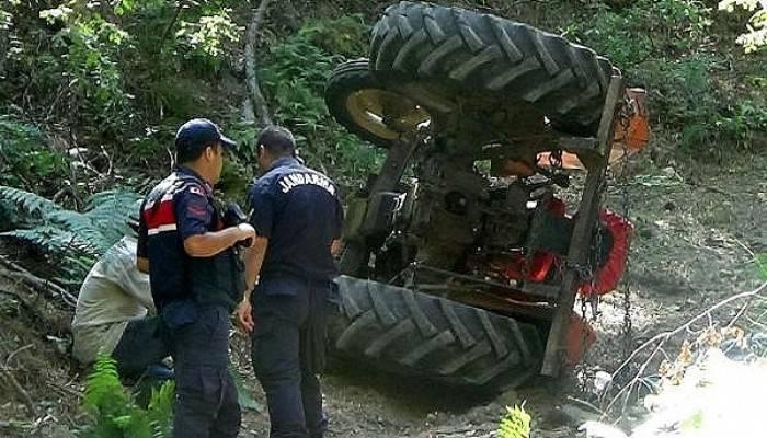 Devrilen traktörün altında kalan orman işçisi öldü (VİDEO)