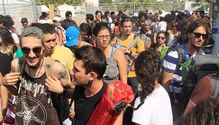 Zeytinli Rock Festivali için on binlerce kişi Edremit'e akın ediyor
