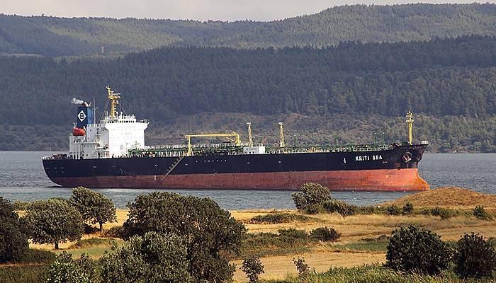Çanakkale Boğazı'nda karaya oturan tanker kurtarıldı (VİDEO)