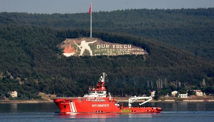 Yangınlarla mücadelede ekiplere destek verecek 'Nene Hatun' gemisi Çanakkale Boğazı'ndan geçti (VİDEO)