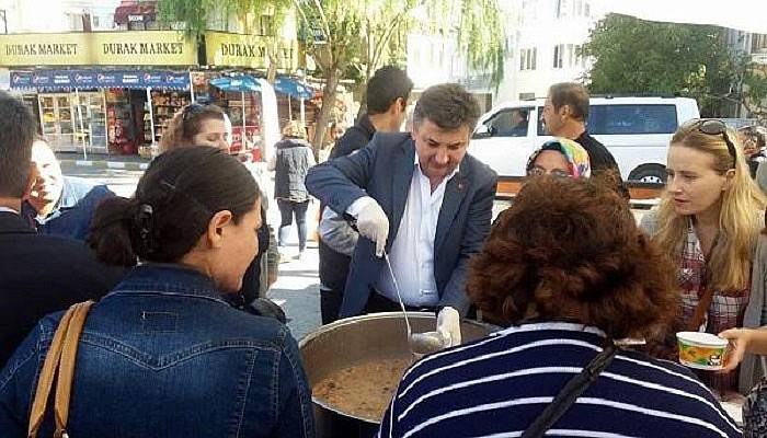 AK Parti'den Gelibolu'da aşure dağıtımı
