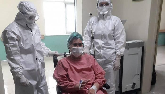 Çanakkale'de Covid-19'u yenen hasta yataklı servise alındı