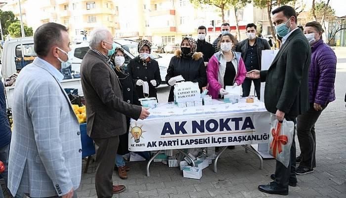AK Parti halk pazarında 10 bin maske dağıttı